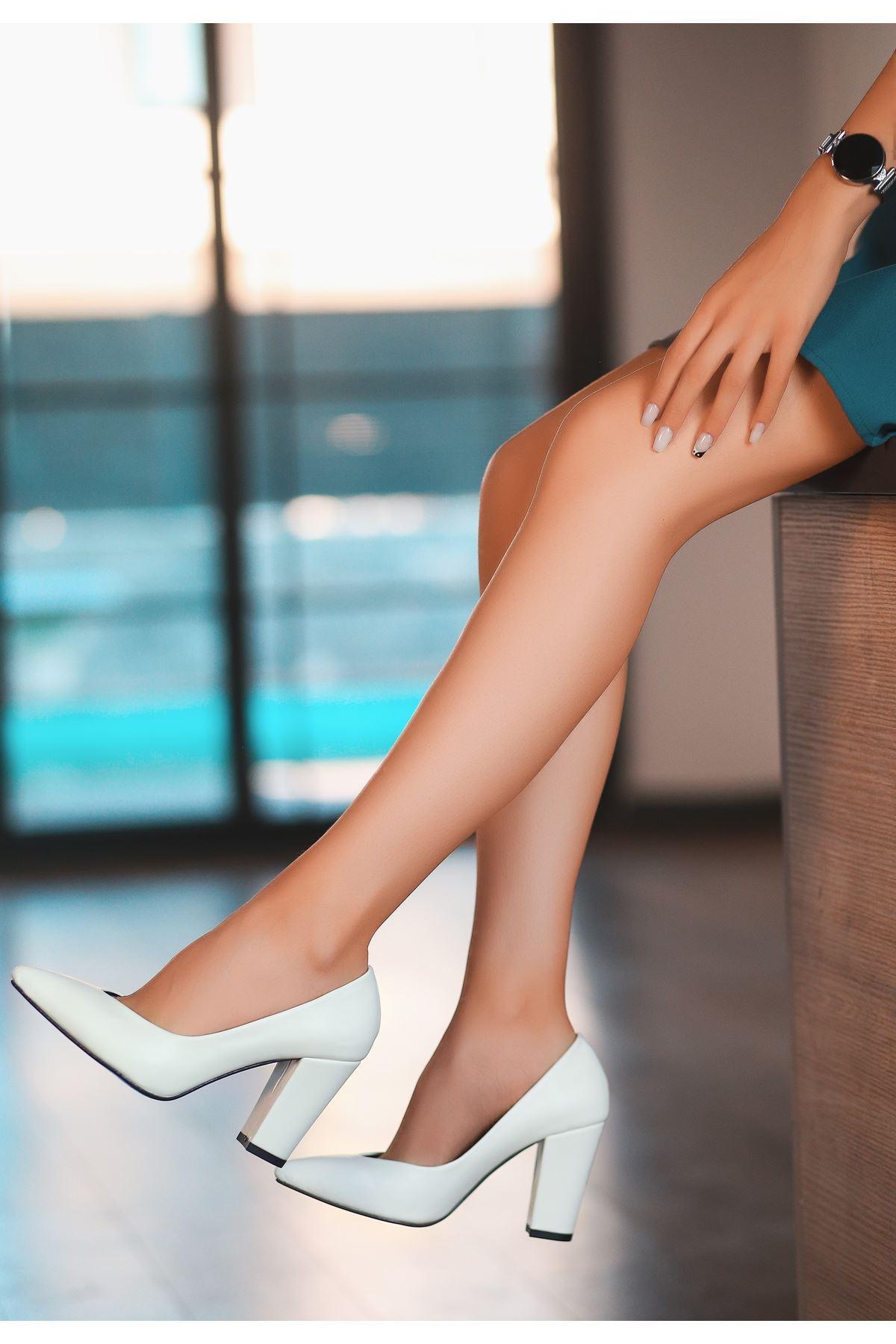 Adrix Beyaz Cilt Topuklu Ayakkabı