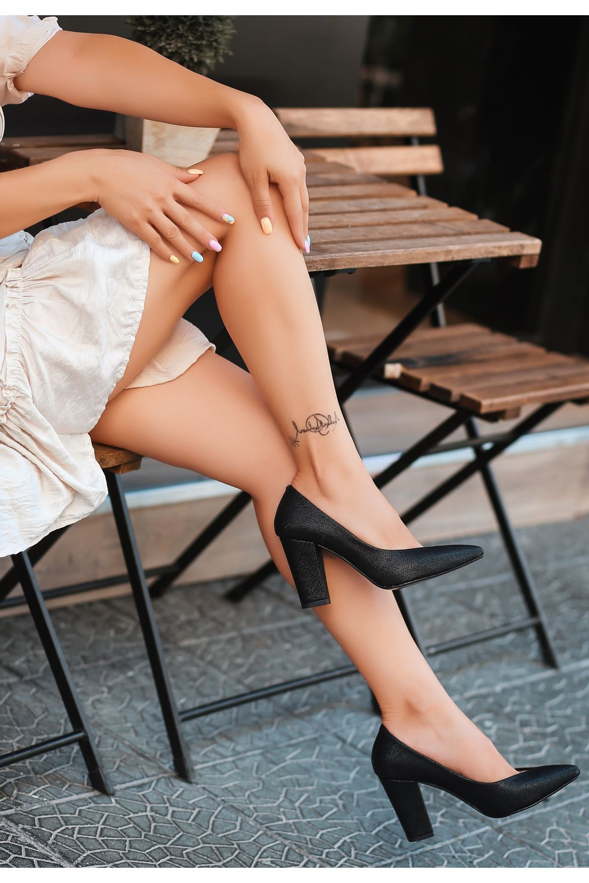 Adrix Siyah Cilt Simli Topuklu Ayakkabı
