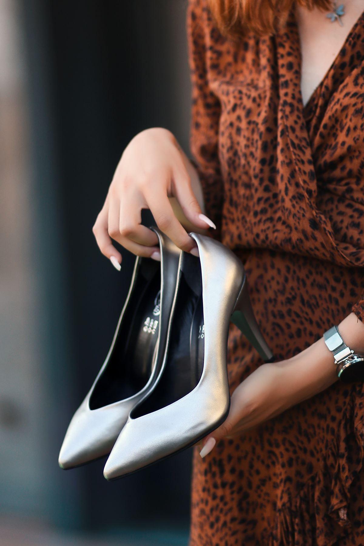 Xina Gri Cilt  Topuklu Ayakkabı