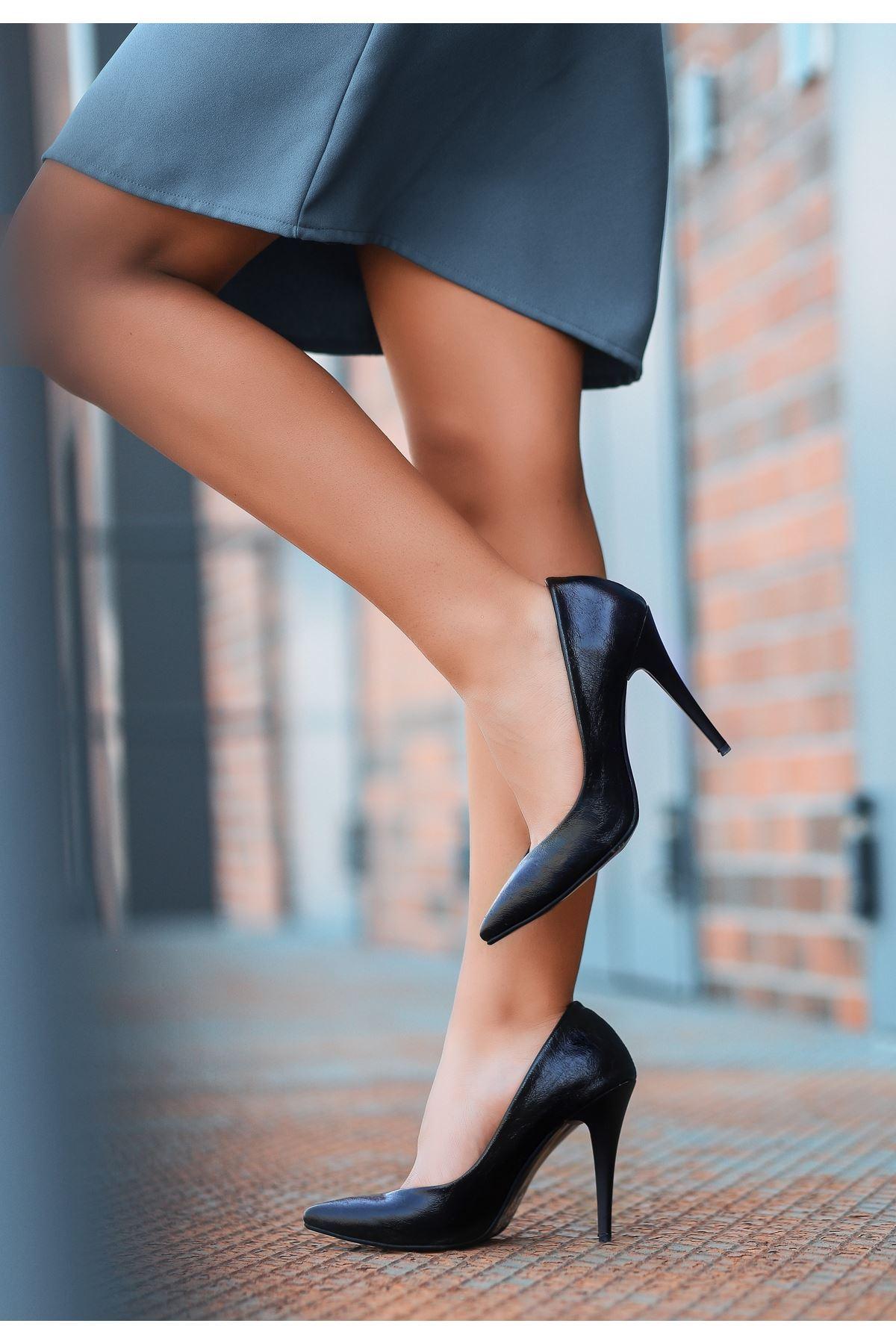 Xina Siyah Cilt  Desenli Stiletto Ayakkabı