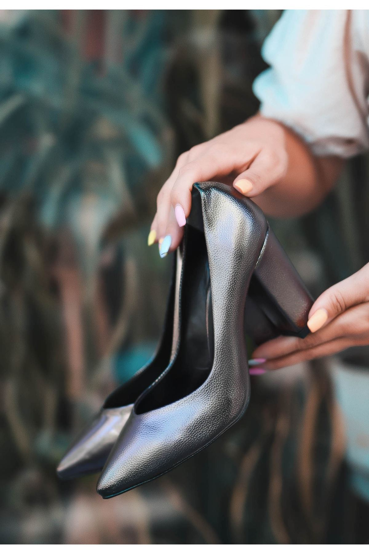 Odix Platin Cilt Desenli Topuklu Ayakkabı