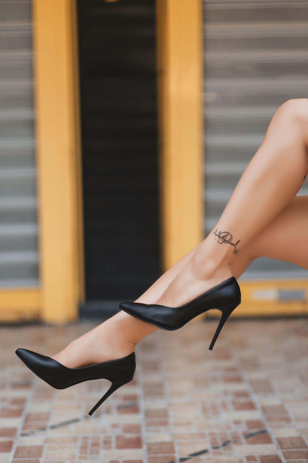 Nocix Siyah Cilt Çizgili Stiletto Ayakkabı