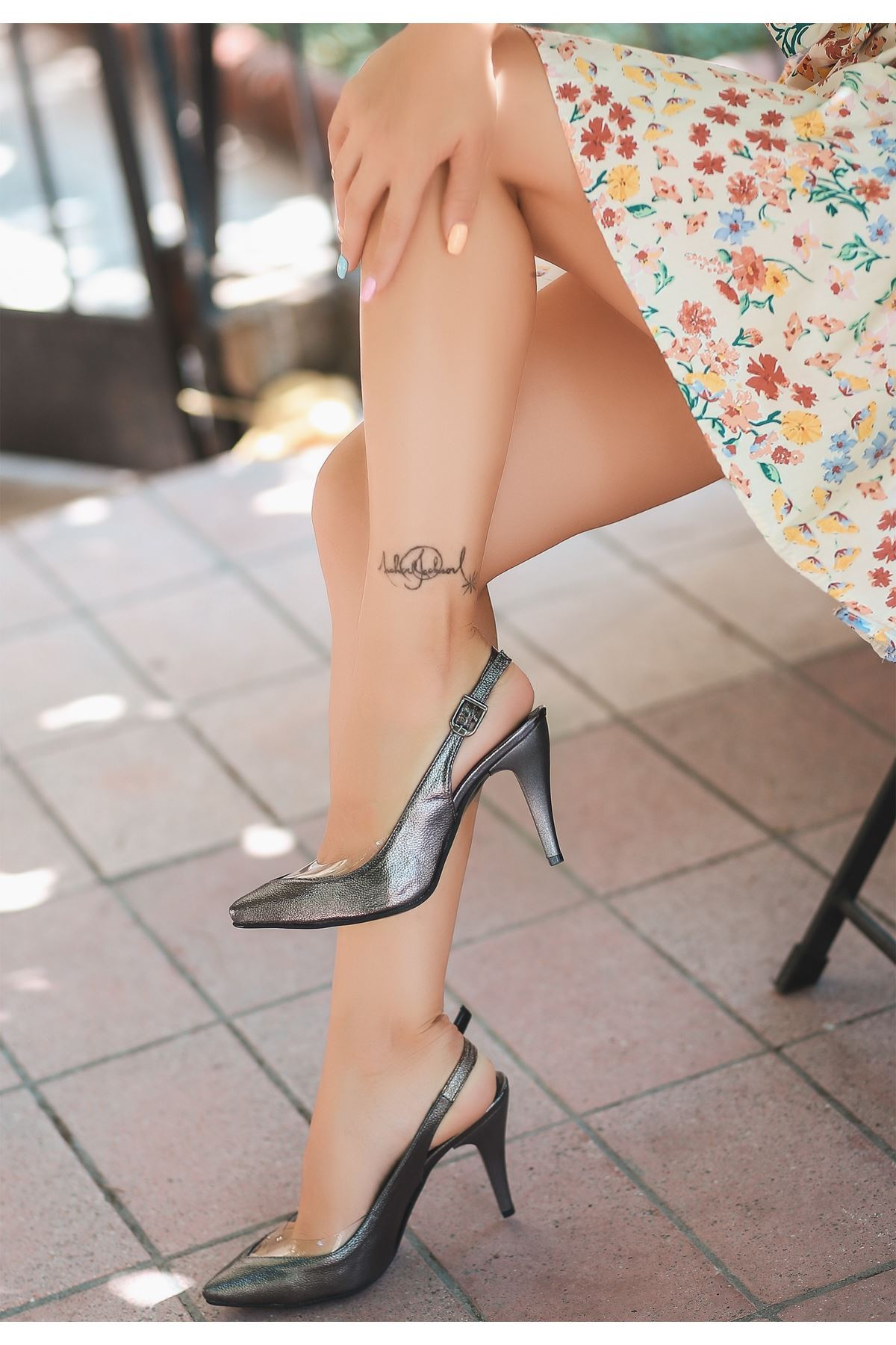 Jond Platin Cilt Desenli Topuklu Ayakkabı