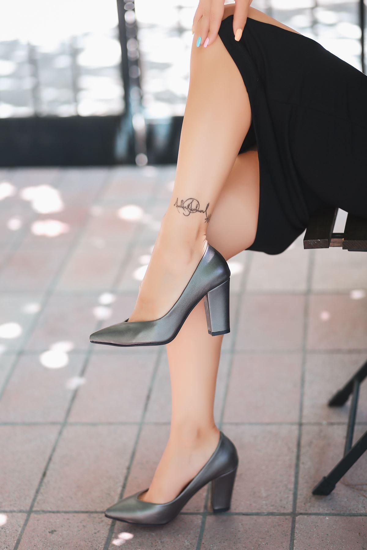 Odix Gri Cilt Topuklu Ayakkabı