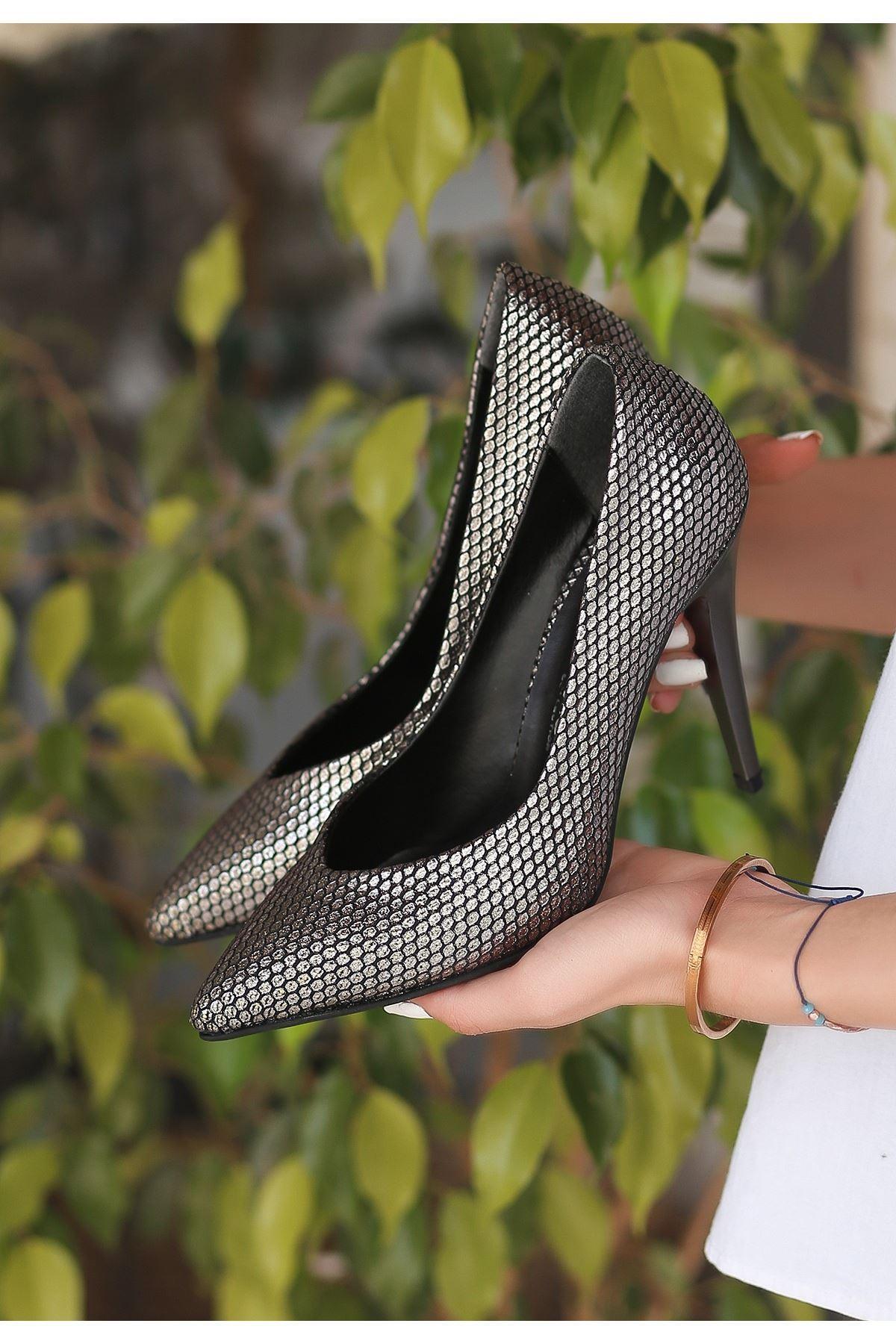 Xina Gümüş Cilt Desenli Topuklu Ayakkabı
