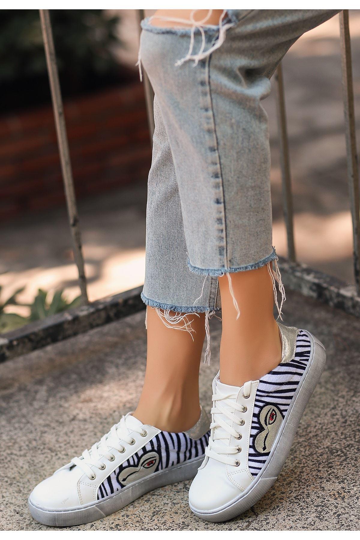 Neon Beyaz Cilt Kadife Detaylı Spor Ayakkabı