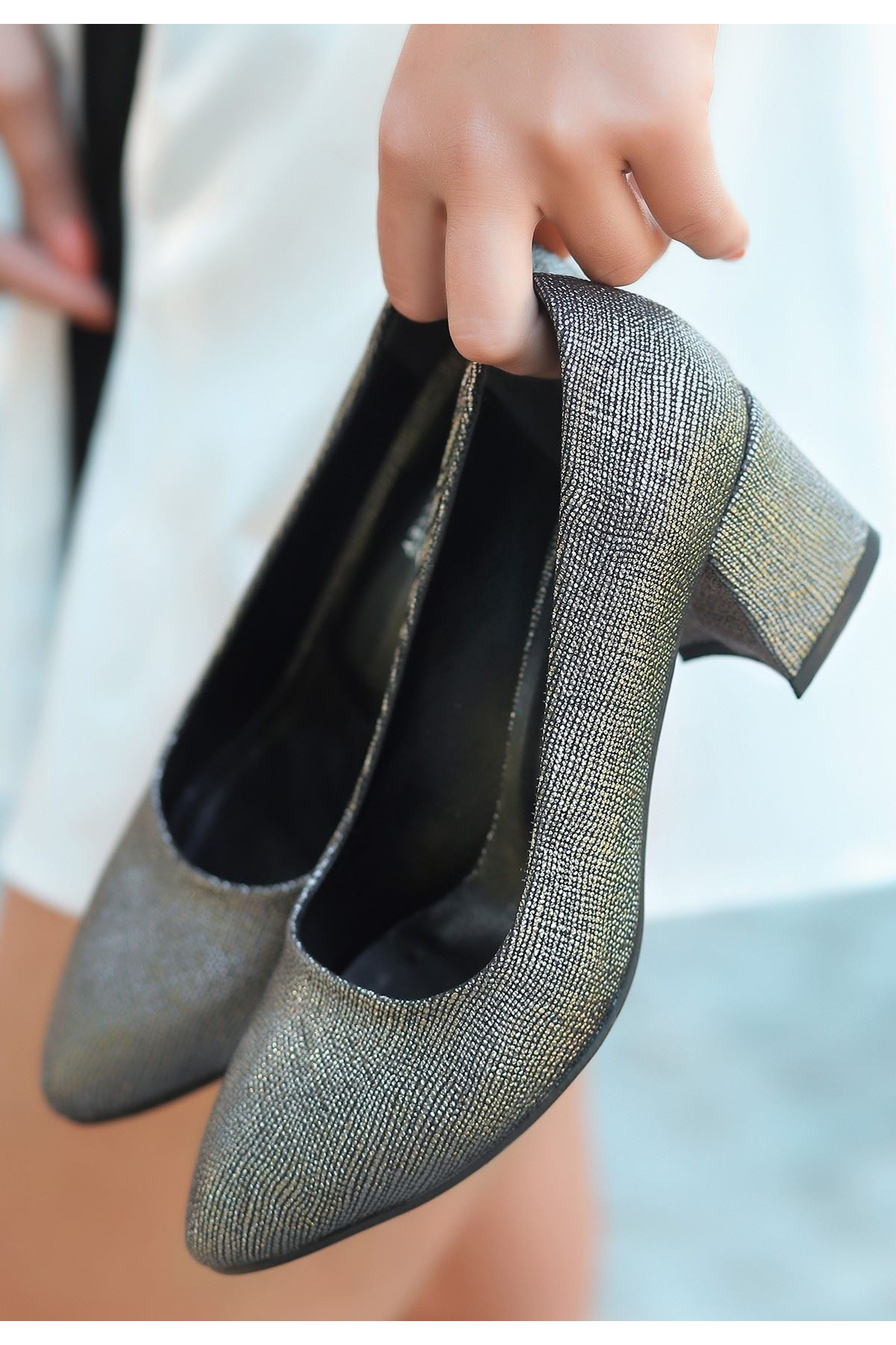 Sever Platin Cilt Simli Topuklu Ayakkabı