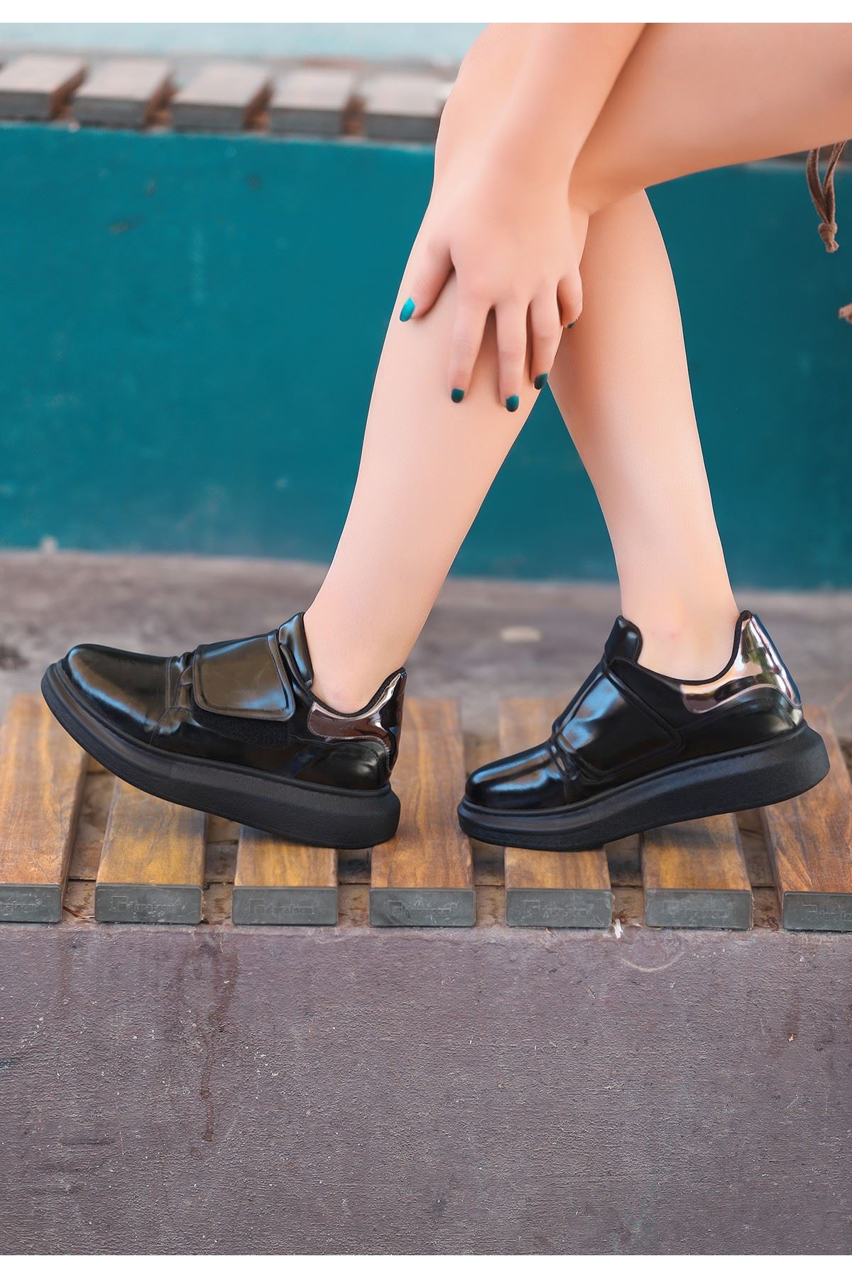 Tori Siyah Rugan Spor Ayakkabı